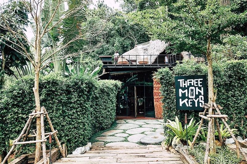 chalong bay Three Monkeys Restaurant