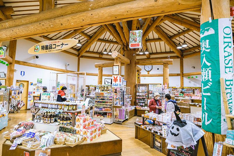 สถานีริมทางมิจิโนะ-เอคิ โอริราเสะ (Michino-eki Oirase) ทริปตามล่าใบไม้แดงที่โทโฮคุ (Tohoku)