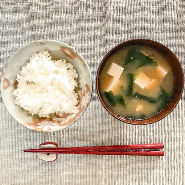 เมนูอาหารที่คนญี่ปุ่นได้เรียนรู้ก่อนใช้ชีวิตเพียงลำพัง ฮิโตริ กุราชิ ひとり暮らし Hitori Gurashi ซุปมิโซะ