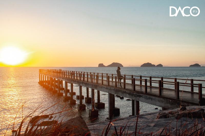 """ทะเล ท้องฟ้า และพระอาทิตย์ตกที่งดงาม """"Conrad Koh Samui"""""""